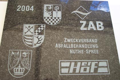 The foundation stone with the coats of arms of the participating districts